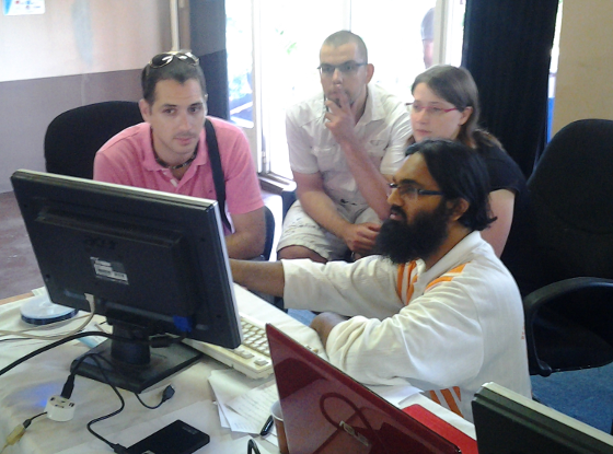 LUGM: Nadim demoing some Linux specifics to interested visitors. Everyone was pretty busy during the whole day