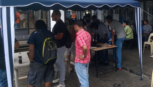 Despite some light spray of rain, we had a great time during the Ubuntu Jam at the University of Mauritius (UoM)
